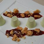 Panacotta à la pistache crumble et coulis de fruit rouge